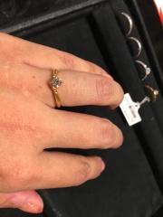 【ケイウノ ブライダル(K.UNO BRIDAL)の口コミ】 ゴールドの婚約指輪を探していました。 全体的に数が少ない中でおすすめし…