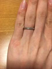 【エクセルコダイヤモンド(EXELCO DIAMOND)の口コミ】 婚約指輪なしなので、ダイヤ入りのものがどうしても欲しくて、でも仕事柄目…