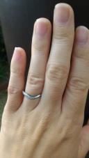 【アイプリモ(I-PRIMO)の口コミ】 短い指でも綺麗に見えるよう細めの指輪で、尚且つねじれたデザインになって…