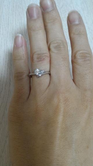 【アイプリモ(I-PRIMO)の口コミ】 V字のデザインなので、手が小さかったり指が短めな人にも合い、ダイヤもバ…