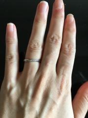 【4℃(ヨンドシー)の口コミ】 婚約指輪と同じブランドがいいと思い、同じ店舗で商品を選びました。最初…