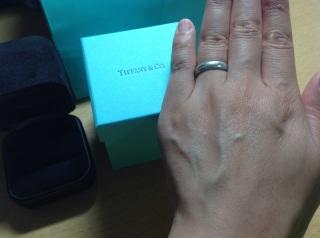 【ティファニー(Tiffany & Co.)の口コミ】 シンプルで指の太さが強調されない太めのものを探していました。いろいろ…