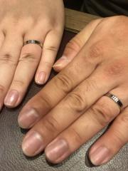 【ブシュロン(BOUCHERON)の口コミ】 彼も私もシンプルなプラチナ素材の結婚指輪を探していたので、ゴドロンの…