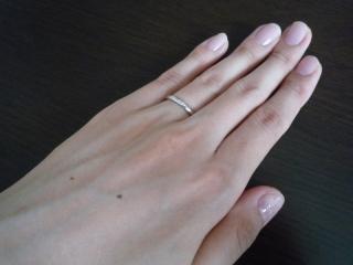 【PORTADA(ポルターダ)の口コミ】 シンプルなものを探していたので、表側に小ぶりなダイヤが埋め込まれている…