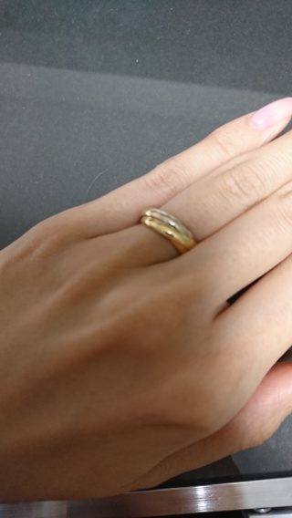 【カルティエ(Cartier)の口コミ】 三種類のゴールドの指輪が絶妙に絡んだデザイン。くるくると回しながらつ…