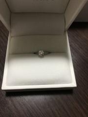 【Mr.MONDIAM & Ms.APHRODITE(ミスターモンディアムアンドミスアフロディーテ)の口コミ】 予算内でダイヤモンドの形や大きさ、輝きなど総合的に評価して決めました。…