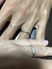 【HOSHI no SUNA 星の砂(ほしのすな)の口コミ】 指が細いため、細めのリングを探していました。 ダイヤモンドが埋め込まれ…