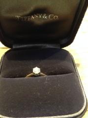 【ティファニー(Tiffany & Co.)の口コミ】 ダイヤの質がとても高いということが決め手になりました。 いかにもティフ…