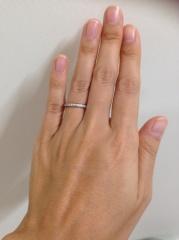 【ラザール ダイヤモンド(LAZARE DIAMOND)の口コミ】 エタニティタイプの指輪が欲しいと思い探していましたが、毎日するものなの…