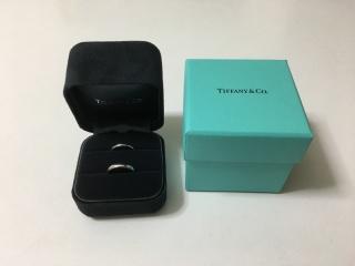 【ティファニー(Tiffany & Co.)の口コミ】 シンプルであまり派手ではない細身の指輪を探していました。 色々見て回り…