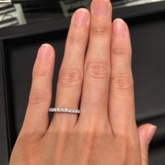 【ラザール ダイヤモンド(LAZARE DIAMOND)の口コミ】 エタニティリングを結婚指輪にしたかったので、こちらを試着しました。ダ…