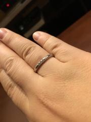 【canal4℃(カナルヨンドシー)の口コミ】 最初は主人と同じくシンプルな指輪にしようと思っていたのですが、お店の…
