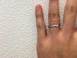 【JEWELRY  KAMATA(ジュエリーかまた)の口コミ】 質感について、検討していたときに試着させていただいた指輪です。 写真の…