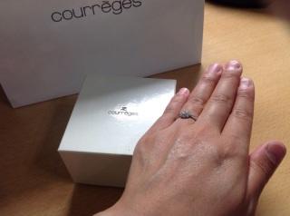 【courreges(クレージュ)の口コミ】 お花をモチーフにしたダイヤが大きめで華やかです。結婚5年の間に鑑定書が…