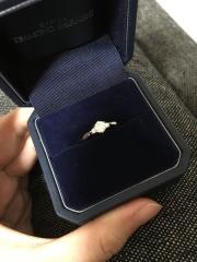 【銀座ダイヤモンドシライシの口コミ】 ダイヤモンドを一つ一つ比較しながら選び、枠も100種類ほどある中から選ん…
