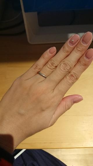 【4℃(ヨンドシー)の口コミ】 シンプルなデザインが好きなのでこの指輪に決めました。主人にも着用して…