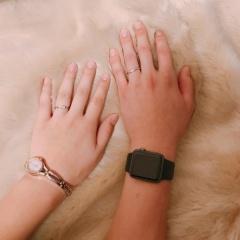 【銀座ダイヤモンドシライシの口コミ】 ウェーブラインで探してたのですが、その中で1番指を綺麗に見せてくれて、…