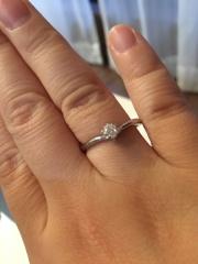 【canal4℃(カナルヨンドシー)の口コミ】 婚約指輪は主人が一人で買いに行って選んでくれたものなので、決め手とい…