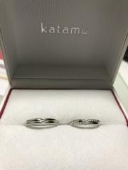 【Katamu(カタム)の口コミ】 もともとシンプルな細身のプラチナをさがしていましたが、最初に入ったJK…