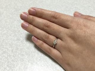 【LUCIE(ルシエ)の口コミ】 指が短いので華奢なデザインが良かったため、お店で一番細いこの指輪にしま…