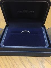 【銀座ダイヤモンドシライシの口コミ】 キラキラしたデザインに惹かれました。 ダイヤが入っていると、ダイヤが取…