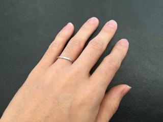 【AHKAH(アーカー)の口コミ】 私の指は細いのであまりゴツゴツしていないものを探していました。かなり…