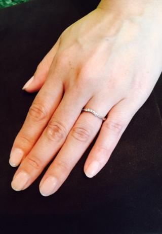【アイプリモ(I-PRIMO)の口コミ】 普段使いしやすい婚約指輪を探していました。ダイヤが大きすぎると普段使…