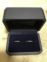 【銀座ダイヤモンドシライシの口コミ】 シンプルなデザインとダイヤモンドの輝きが決め手となり購入しました。 た…