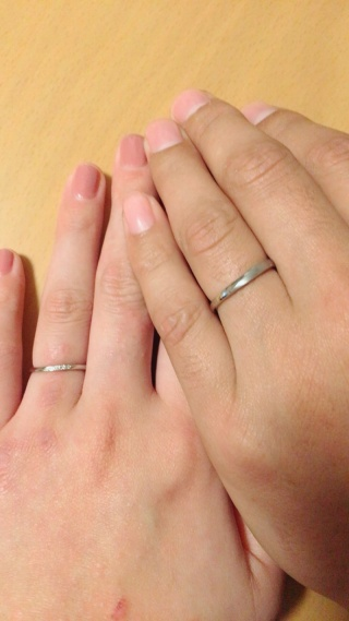 【RosettE(ロゼット)の口コミ】 私は華奢なデザインが良くて、旦那は太めの指輪がいいという事でペアで探…