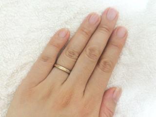 【ichi(イチ)の口コミ】 婚約指輪は女性らしく可愛いデザインのものをもらったため、結婚指輪は夫に…
