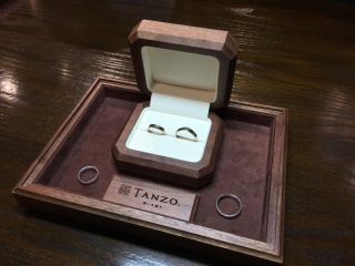 【TANZO(タンゾウ)の口コミ】 入籍指輪もセットで作って頂きました。結婚指輪前に長い期間入籍指輪をつ…
