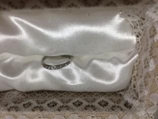 【宝寿堂(ほうじゅどう)の口コミ】 婚約指輪もこのお店で購入しました。 婚約指輪と重ねてづけをすることを前…
