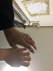 【銀座ダイヤモンドシライシの口コミ】 シンプルさが1番の決め手で、購入した結婚指輪は私たちの希望どうりのデザ…