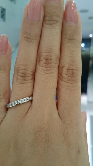 【ROYAL ASSCHER(ロイヤル・アッシャー)の口コミ】 婚約指輪を探している時に、気になったデザインでした。ハーフエタニティ…