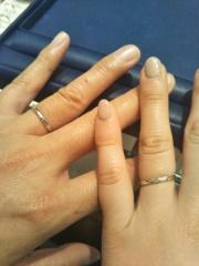 【銀座ダイヤモンドシライシの口コミ】 ストレートで斜めにダイヤモンドが入っているデザインの指輪を試着しまし…