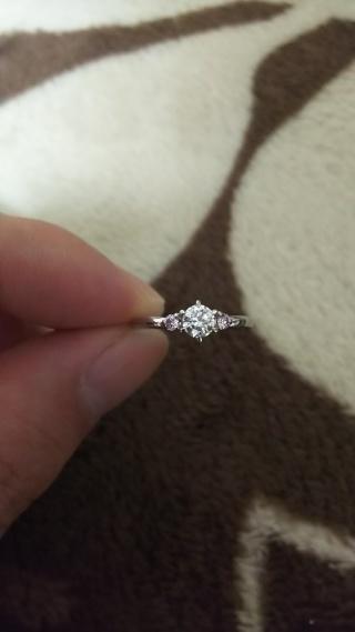 【JEWELRY  KAMATA(ジュエリーかまた)の口コミ】 価格は台座のみです。ダイヤは別ルート購入です。 決め手は、脇石のピンク…