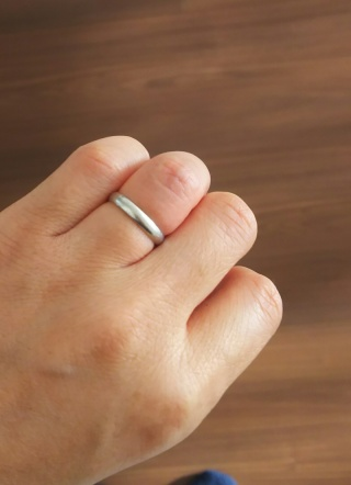 【MIKIMOTO(ミキモト)の口コミ】 ダイヤが一粒も付いていないシンプルなストレートのデザインにしました。…