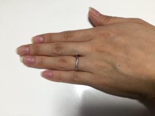 【ジュエリーツツミ(JEWELRY TSUTSUMI)の口コミ】 全体的に細身なデザインで、細い指でも浮かずに馴染むところが購入の決め…