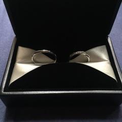 【エクセルコダイヤモンド(EXELCO DIAMOND)の口コミ】 婚約指輪とセットのリングがあったので重ね付けしても違和感なく、とても…