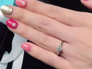 【ティファニー(Tiffany & Co.)の口コミ】 婚約指輪なので、一生に一度もらうことのできるの一粒ダイヤが欲しく、一番…