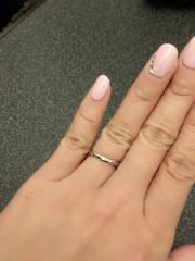 【宝寿堂(ほうじゅどう)の口コミ】 こちらを先に選び、そのあとに婚約指輪を選びました。 ストレートよりウェ…