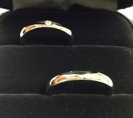 【ティファニー(Tiffany & Co.)の口コミ】 他に1ブランドの結婚指輪をつけてみたが指に当たる肌触りが全然違った。 …