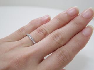 【4℃(ヨンドシー)の口コミ】 婚約指輪がデビアスのプロミス、指輪を二本重ね付けしたような華やかなデザ…