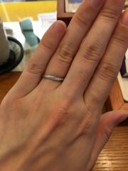 【アネリディギンザ(ANELLI DI GINZA)の口コミ】 メレダイヤが斜めに流れるように入っていて、どの角度から見てもキラキラ…
