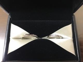 【エクセルコダイヤモンド(EXELCO DIAMOND)の口コミ】 二人ともが納得できるデザインということでこちらに決めました。 男性の方…