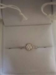 【ギンザタナカブライダル(GINZA TANAKA BRIDAL)の口コミ】 いわゆる結婚指輪のデザインより、サイドにダイヤがちりばめられているこ…