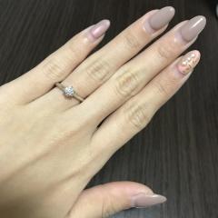 【銀座ダイヤモンドシライシの口コミ】 シンプルなリングを選ぶことが多いのですが、シンプルでありながらデザイ…