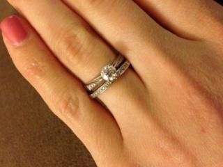 【L'or(ロル)の口コミ】 デザインはとてもきれいで、ダイヤがピカピカ光っているものです。エンゲ…