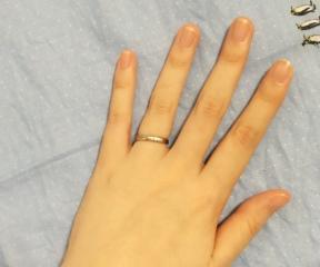 【ラザール ダイヤモンド(LAZARE DIAMOND)の口コミ】 夫が金属を身に着けると痒くなる体質であることと、普段指輪をしない人だっ…