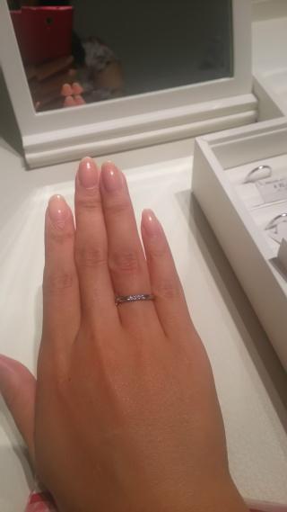 【MIKIMOTO(ミキモト)の口コミ】 シンプルながらもダイヤが三つさりげなく入っていて華やかな所が気に入り…